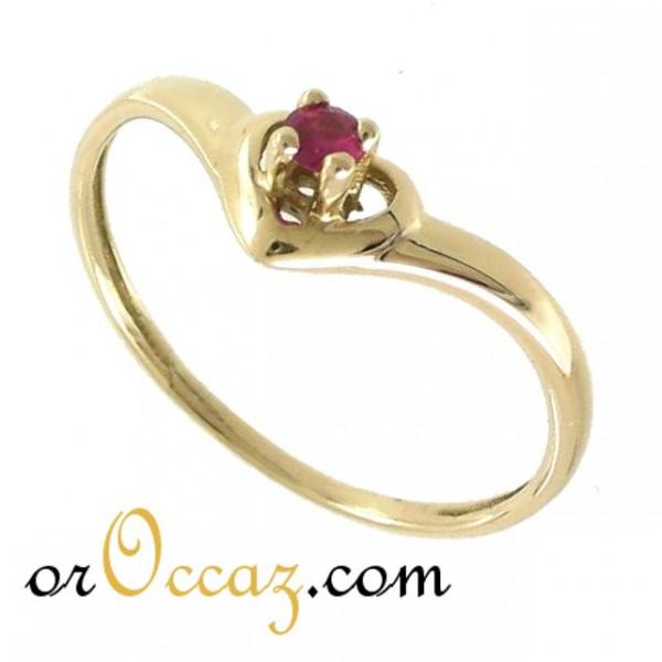 bague or avec coeur rubis